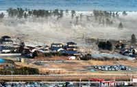 Japanese-tsunami-hitting-shore-