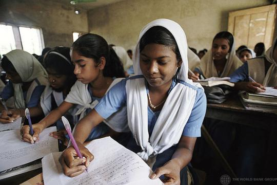 Girls_in_classroom