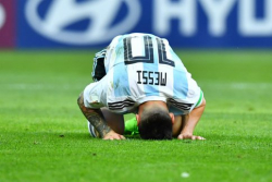 Lionel-Messi-en-souffrance-lors-de-France-Argentine_w484