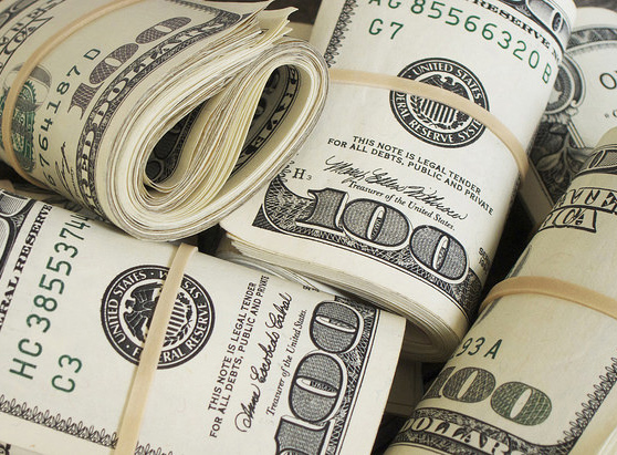 Top_bundles_of_money_$100_bills_Pictures_of_Money