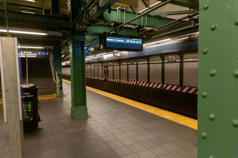 Coronavirus-times-square-subway-06