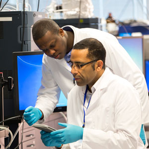 News_scientists-in-lab