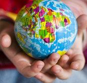 Globe_hands