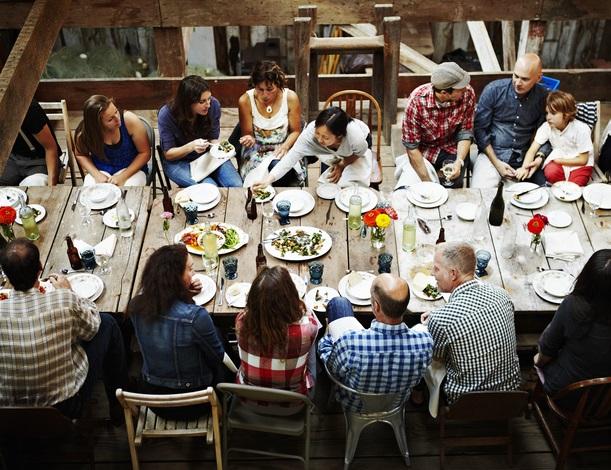 Family_meal_table_debate_GettyImages_Thomas Barwick_PhilanTopic